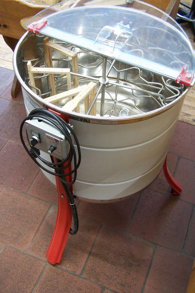 """""""Universal"""" Radial-Honigschleuder mit Motorantrieb - GAMMA für 12 Honigraumwaben"""